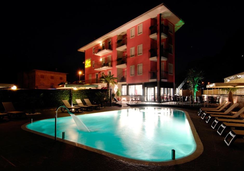 Hotel_Rudy_esterna_sera